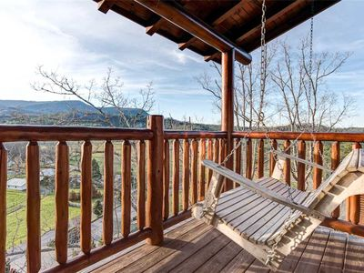 Photo for Mountain Paws Retreat, 5 Bedrooms, Sleeps 16, Hot Tub, Pool Table, Arcade