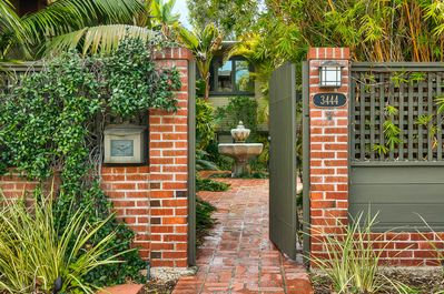 Private Entry to Bungalow Apt/suite #260850