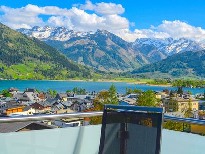 Photo for Apartment Konstanzia - premier location, overlooking the town of Zell am See