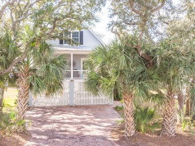Desirable Tybee Sanctuary, a block away from the beach with an elevator