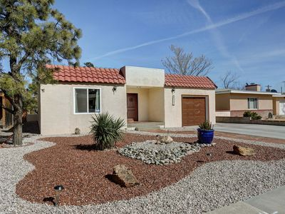 Photo for Balloon Fiesta Avail -UNM|Nob Hill|KAFB| Roomy, cozy, Backyard BBQ, parks galore