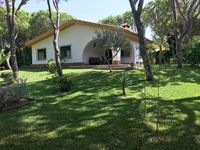 Nice villa with a very peaceful spacious garden with lovely trees