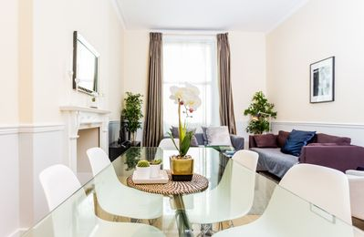 Photo for The Duchess of Sussex - Spacious & Bright 4BDR Home in Paddington
