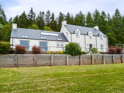 Photo for 5BR Cottage Vacation Rental in Invergordon