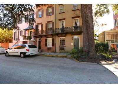 Flexible Refund Policies: Grand Home Located on Oglethorpe Square