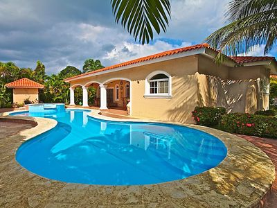 Photo for Pets-friendly villa with private pool and garden, BBQ, invite anybody anytime!