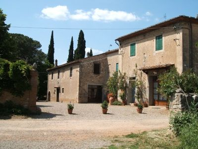 Photo for Lovely apartment in villa with pool, WIFI, panoramic view and parking, close to San Gimignano