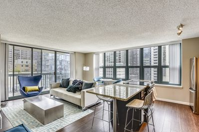 Floor to Ceiling Views with Magnificent Windy City Views