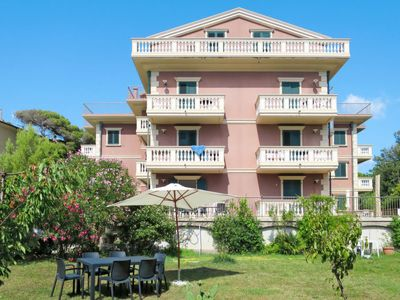 Photo for Apartment Villa Casa Marina (CTG202) in Castiglioncello - 6 persons, 2 bedrooms