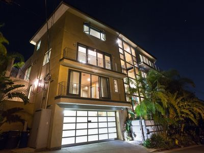 Stunning Contemporary Hollywood Hills Entertainers Estate