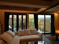 The Asakusa East house was an excellent value for our party of 8 (5 adults and 3 children). The