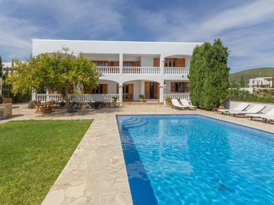 Photo for Large comfortable and spacious house, near Ibiza. Private pool, BBQ, pool games ..