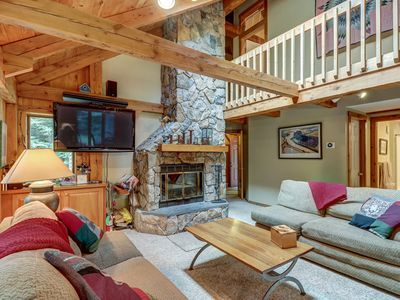 Photo for Walk to slopes from mountain lodge-style home w/room for the whole family!