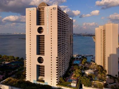 Photo for Luxury Apartment Miami downtown building amazing sea & city view, hot tub $ mall
