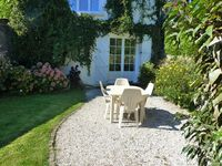 Lovely apartment in a great location- 5 minutes walk from the beach