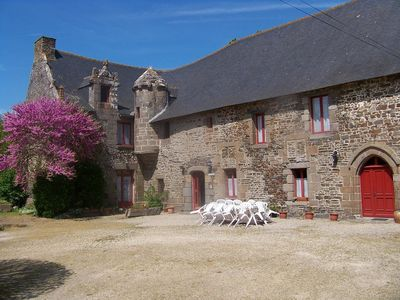 Photo for Superb manor house, green and quiet, in the center of tourist activities