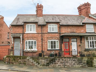Photo for 1 SANDY LANE, character holiday cottage in Chester, Ref 977325