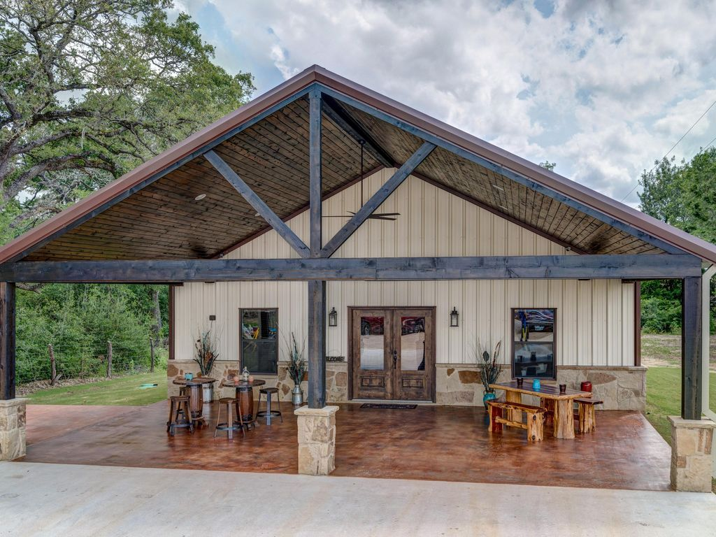 Beautiful Custom Barndominium Perfect For Aggie Gameday ... Huge Barndominium
