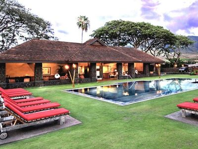 Balinese style pool and jacuzzi with club house