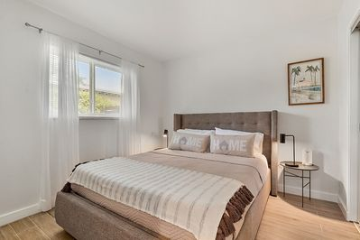 Bedroom with queen bed. Allswell Mattress