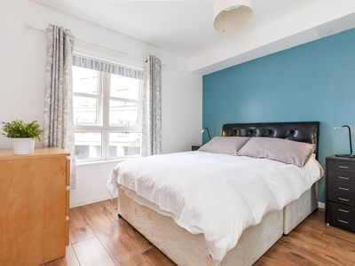 Photo for City Centre apartment, Annandale street, Free parking, Wi-Fi