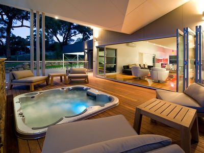 Photo for Cinque - Architect Designed Retreat with Jacuzzi