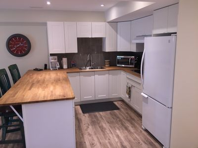 Fully appointed kitchen with dishwasher