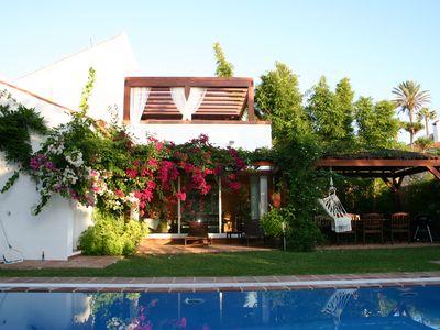 Photo for Charming house with garden and pool near the beach