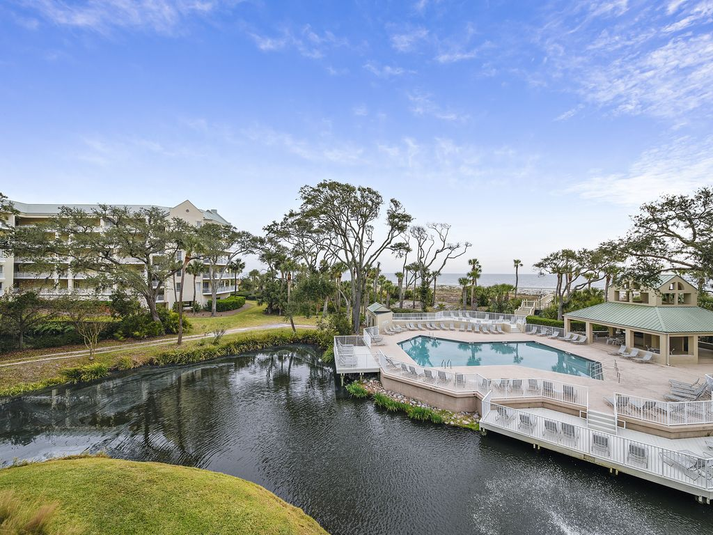Spacious 3br Palmetto Dunes Oceanfront Condo W Large Pool Great Location Forest Beach Hilton
