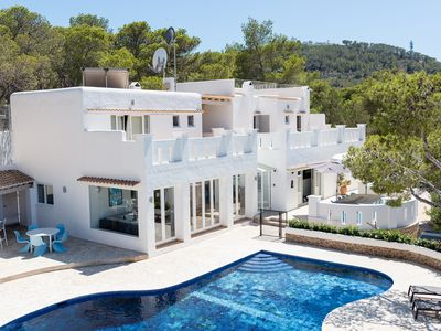 Photo for Recently Renovated, Spacious, Contemporary, Family-Friendly Villa