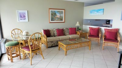 Hawaiian flair - modern decor
