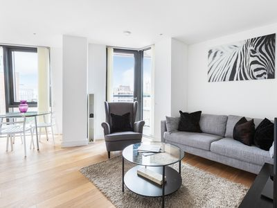 Photo for Modern and Bright 2 Bedroom with Parliament View