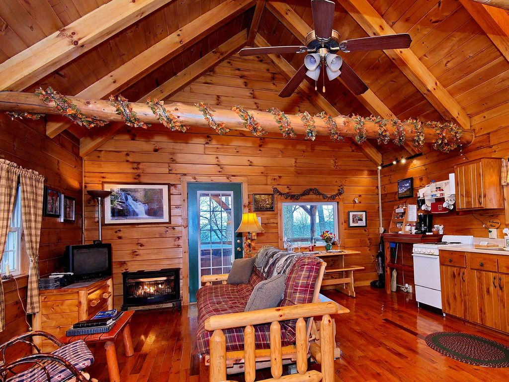 Romantic Hocking Hills Log Cabin In The Woods W Hot Tub