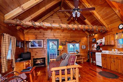 Stupendous Romantic Hocking Hills Log Cabin In The Woods W Hot Tub Close To Hh Attractions Laurelville Best Image Libraries Sapebelowcountryjoecom