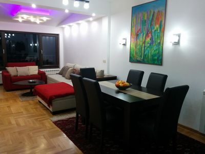 Luxury 2-BD Apartment with a spacious open-plan living room 400m from the Lake