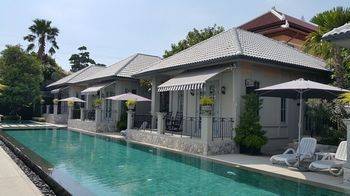 Photo for Sala Villas - Near Colosseum Show Pattaya