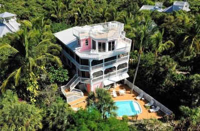 Photo for Island Queen, Luxury in Paradise, 200ft to Beach