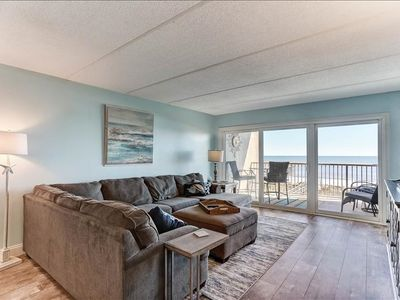 Beautiful view and 60 inch TV. Oceanfront 2 Bedroom 2 bath Condo. Private Fishing Pier, Tennis and Pool!
