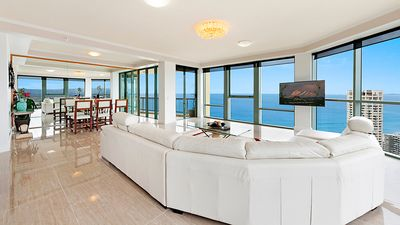 Photo for Surfers Paradise Luxury Apartment Ocean Front Panorama