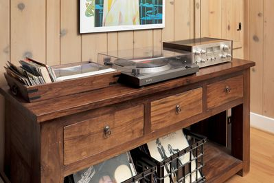 Working turntable and amplifier with lots of awesome records to play!