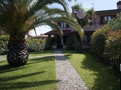 Photo for Villa with large garden on three sides, air conditioning, car parking