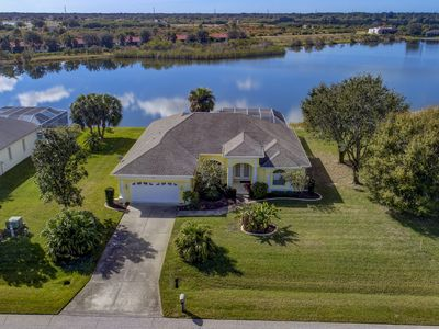 Photo for Total Retreat - Two Living Rooms, Awesome Lake View - close Beaches & Shopping