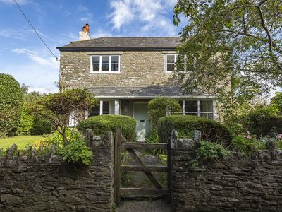 Photo for SUMMER COTTAGE, pet friendly, with open fire in Salcombe, Ref 995839