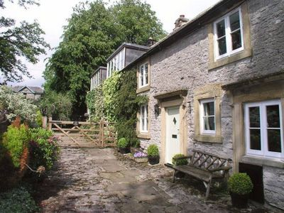 Photo for Utterly wonderful cottage in the heart of the picturesque village of Litton.