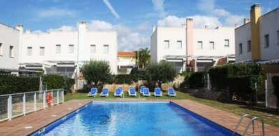 Photo for Large apartment in Creixell of 6 Pers 3 bedrooms near the beach.