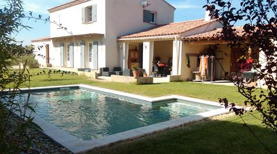 Photo for Villa with pool in Provence between Alpilles and Luberon 8 persons