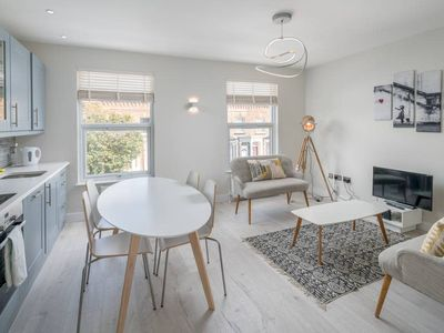 Photo for Stylish 2 bed apt in Greater London