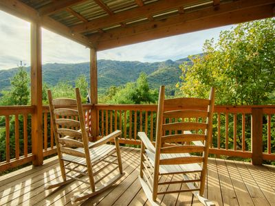 Photo for 4BR, Hot Tub, Grandfather Mtn Views, Close to Beech Mtn, Sugar Mtn, Valle Crucis, BR Parkway