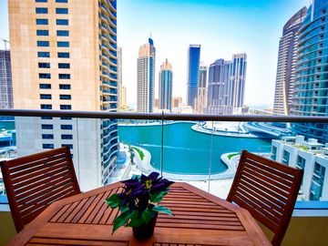Modern apartment, amazing views of the Marina, close to the beach & the Marina