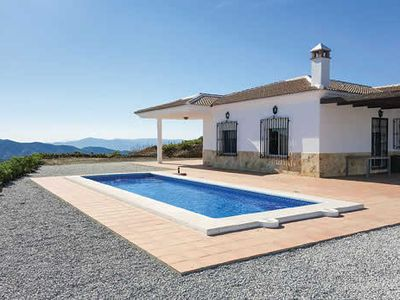 Photo for Spacious villa with private pool, 3 bedrooms, free Wi-Fi, air con & BBQ